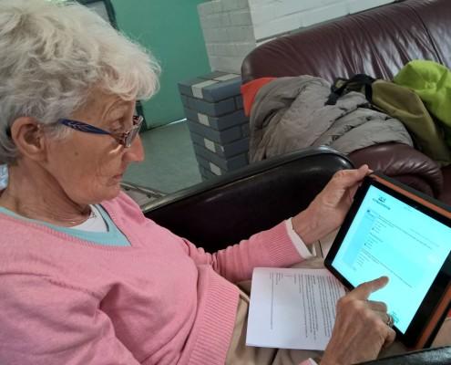 seniorwebhaarlem geeft tablet cursus in buurtcentrum samenmetdebuurt haarlem
