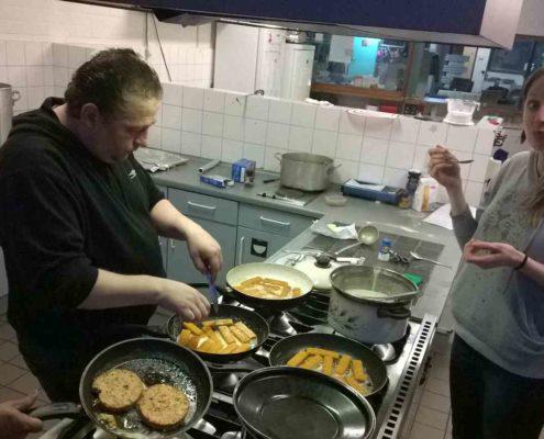 koken in de keuken buurthuis
